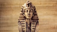 كم سنة عاش فرعون