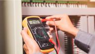 ما هو جهاز الفولتميتر (Voltmeter)؟ كيف ولماذا يُستخدم؟