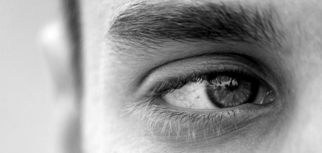 علامات الجمال في العيون