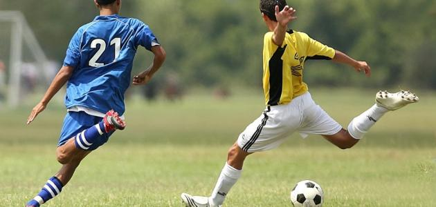 كيف تلعب كرة قدم