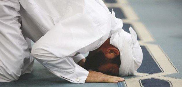 لصلاة صحيحة: حكم الصلاة بملابس عليها رسومات