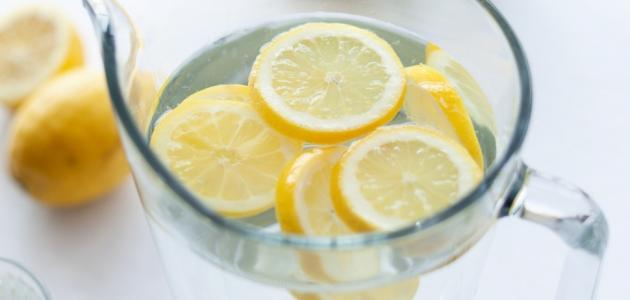 فوائد شرائح الليمون مع الماء