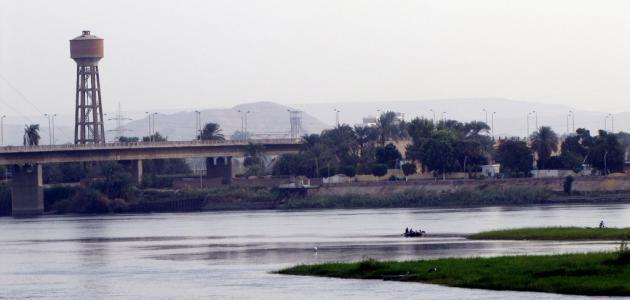 تعبير عن أهمية نهر النيل لمصر