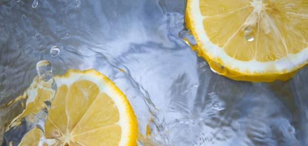 فوائد شرب الماء الساخن مع الليمون