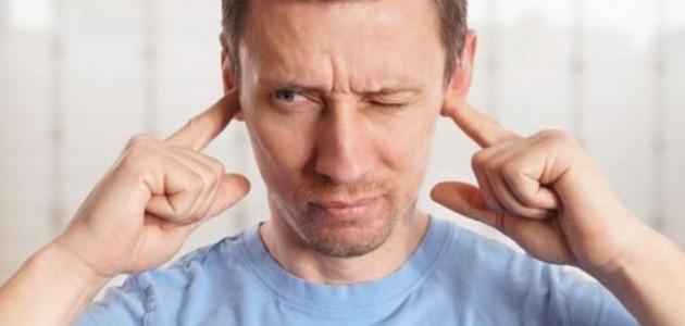ما أسباب طنين الأذن