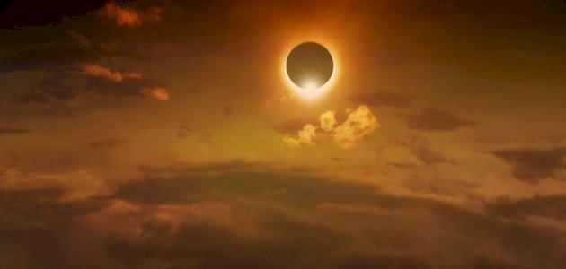 لماذا لا نرى الشمس في الليل
