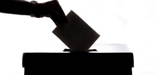 الفرق بين الشورى والديمقراطية