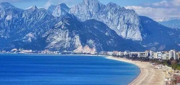 أين يقع البحر الأبيض المتوسط