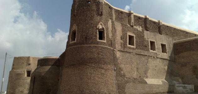 أين يقع أقدم قصر في العالم؟