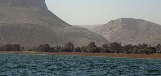 بحيرة بين الأردن وفلسطين