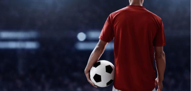 أول من لعب كرة القدم