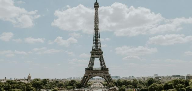كم يبلغ ارتفاع برج ايفل