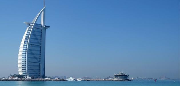 دولة الإمارات: موقعها وأهم مدنها