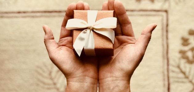 طريقة تقديم الهدايا