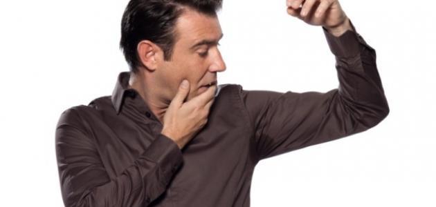 ما سبب رائحة العرق الكريهة؟