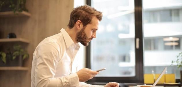 كيف تبدو أكثر مهنية في الاجتماعات الأونلاين خلال العمل من المنزل؟