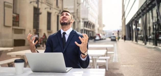 أساليب للسيطرة على العواطف في العمل