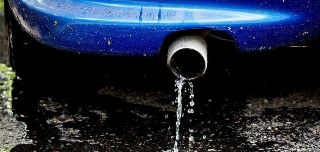 ما أسباب تسرب سائل من سيارتي؟