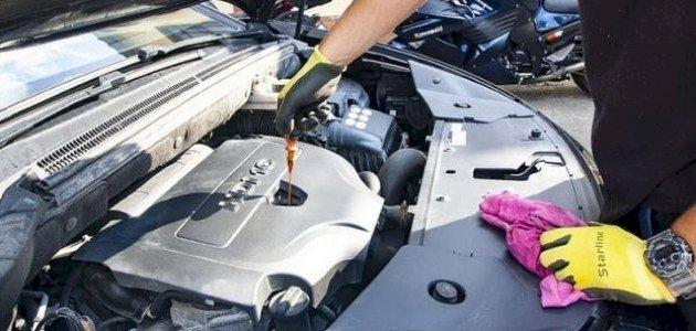 كيفية تنظيف محرك السيارة