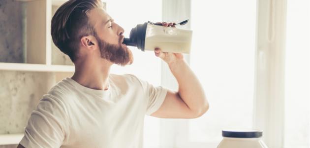 أفضل 9 مشروبات بروتين لكمال الأجسام