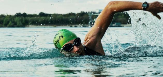 ما فوائد السباحه للبطن