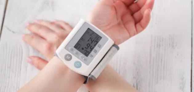 كيفية قياس ضغط الدم بدون جهاز