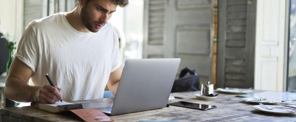 من أي مكان: اعمل وتعلم